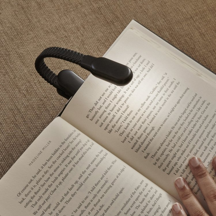 Idée cadeau une lampe de lecture avec port USB